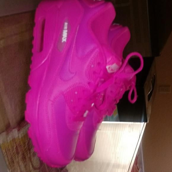 Nike Shoes   Womans Hot Pink Nike Shoe